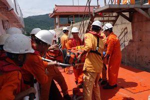 Cứu thuyền viên người Montenegro bị tai biến trên vùng biển Hoàng Sa