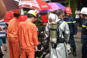 Hà Nội: Giải cứu một người mắc kẹt trong vụ cháy cửa hàng quần áo