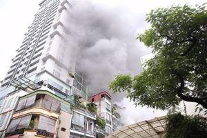 Hà Nội: Giải cứu kịp thời người đàn ông ngạt khí trong vụ cháy nhà 5 tầng
