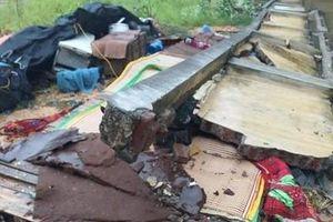 Mưa lớn gây sập tường nhà máy, 3 người tử vong