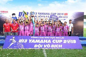 Hàng trăm khán giả đội mưa cổ vũ giải U13 Yamaha Cup tại Gia Lai