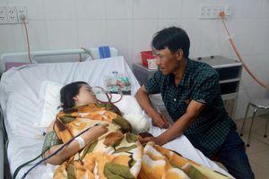 Vượt 130km đến trường, cô giáo dạy nhạc bị tai nạn phải cắt bỏ cánh tay