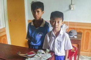 2 học sinh trả lại hơn 16 triệu đồng cho người đánh rơi