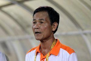 CĐV quậy phá trên sân Hàng Đẫy, HLV trưởng Nam Định kịch liệt lên án