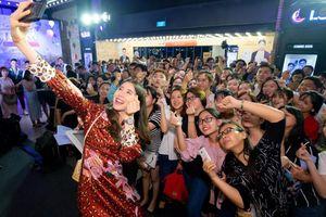 Mỹ nhân 'Thách Yêu 2 Năm' khiến hàng trăm khán giả phát cuồng