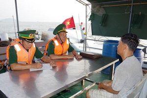 Bắt quả tang 12 phương tiện vận chuyển cát không có hóa đơn chứng từ trên biển