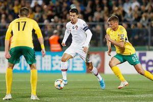 Ronaldo lập poker khó tin giúp Bồ Đào Nha đại thắng