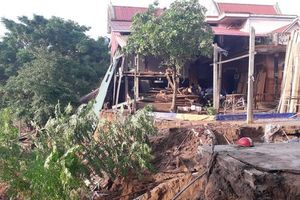 Quảng Bình: Mưa lũ đi qua, nỗi lo sạt lở nhà cửa ven sông Gianh thường trực