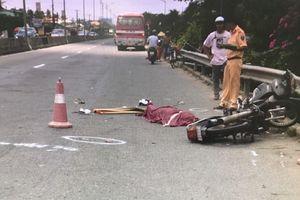 Xe máy va chạm với ôtô khách, một người chết