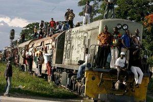Tàu hỏa trật bánh, 50 người thiệt mạng