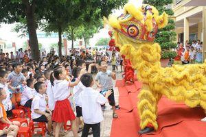 Học sinh rộn ràng đón Tết Trung thu tại trường Tiểu học Yên Nghĩa