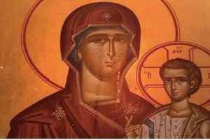 Đức Mẹ khóc vì nhà thờ nguy cơ bị đóng cửa do nợ nần