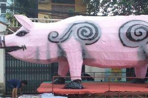 Hết hồn lồng đèn khổng lồ hình chó và lợn, nhìn kỹ ai cũng giật mình sợ trẻ con xem xong sẽ khóc
