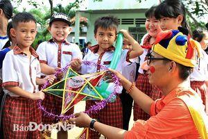 Vui Trung thu cùng trẻ em nơi bìa rừng