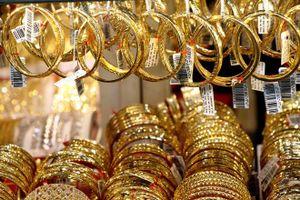 Giá vàng đang ở ngưỡng thấp, nhà đầu tư có nên mua vào?