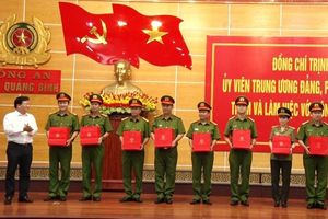 Phó Thủ tướng Trịnh Đình Dũng thăm, làm việc với Công an tỉnh Quảng Bình