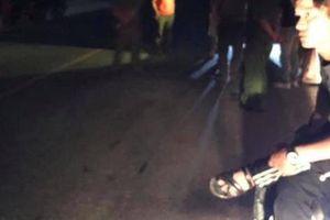 Đi chơi về, nam thanh niên bị nhóm người uống rượu trên cầu đâm tử vong