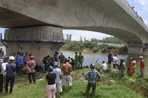 Dừng xe máy giữa cầu, người phụ nữ bất ngờ nhảy xuống sông tự tử