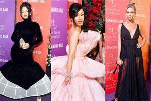 Siêu thảm tím hot nhất hôm nay: Cardi B lột xác lồng lộn, lấn át cả host Rihanna, mỹ nhân khoe body gây chú ý