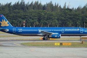 Tàu bay lại bị rách lốp khi hạ cánh tại Tân Sơn Nhất