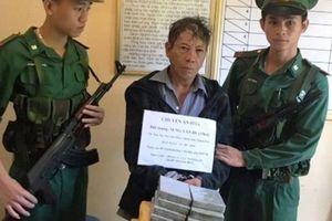 Bắt gã đàn ông 55 tuổi vận chuyển lượng ma túy 'khủng' qua biên giới