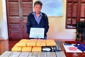 Bắt đối tượng vận chuyển 7 bánh heroin, 56 nghìn viên ma túy từ Lào về Việt Nam