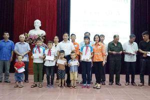 Hỗ trợ tổ chức Tết Trung thu, tặng quà trẻ em vùng Dự án Núi Pháo