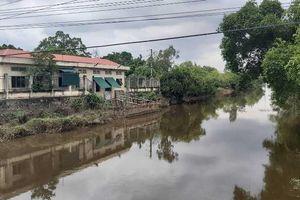 Nghệ An: Doanh nghiệp lợi dụng trời mưa xả thải trực tiếp ra sông Đào?