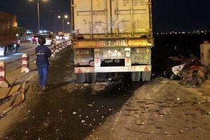 Lái xe container hất văng 1 người xuống sông Hồng tử vong đã ra trình diện