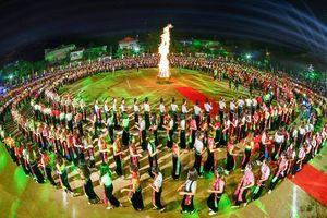 Dừng đăng ký kỷ lục thế giới màn đại Xòe 5 nghìn người ở Yên Bái