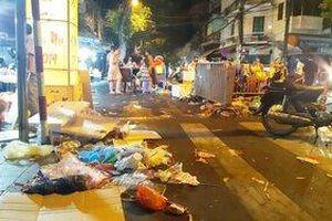 Hà Nội dùng camera ghi hình người xả rác ở phố đi bộ Hồ Gươm để xử phạt nhưng cũng phải 'ngao ngán' trước cảnh tượng này đêm Trung thu