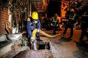 Hà Nội: Nạo vét, hút bùn cống rãnh xung quanh Công ty Rạng Đông