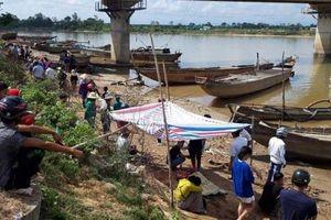 Phát hiện 3 thi thể trong một gia đình trên sông Thạch Hãn