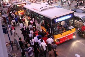 Hà Nội: Liên tiếp bắt kẻ trộm cắp tài sản tại điểm chờ xe buýt