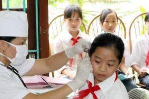 Gần 2.000 học sinh đã được khám sức khỏe sau vụ cháy ở Công ty Rạng Đông