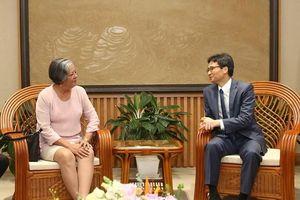 Deputy PM Vu Duc Dam receives Cuban guest
