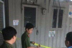 Chồng tẩm xăng tự thiêu cùng vợ trong container