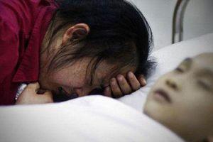 Mẹ hối hận khôn nguôi vì làm con trai 9 tuổi bị ung thư ruột