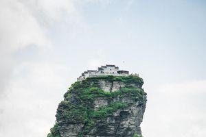Khám phá hai ngôi chùa Phật giáo tọa lạc trên đỉnh núi cao hơn 2.286m ở Trung Quốc