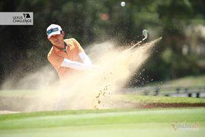 Những khoảnh khắc ấn tượng ngày thi đấu đầu tiên ở giải golf 1,5 tỷ