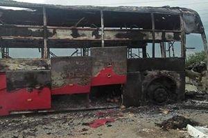Xe khách chạy tuyến Nghệ An - Sài Gòn bị cháy rụi lúc rạng sáng