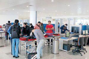 Phát hiện hành khách mang linh kiện súng tại sân bay Nội Bài