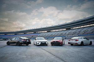 Toyota Camry và Avalon hầm hố hơn với gói phụ kiện TRD