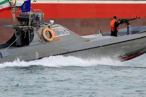 Iran tiếp tục bắt thêm tàu nước ngoài chở 250.000 lít dầu lậu ở Vùng Vịnh