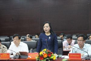 Bộ trưởng Bộ Y tế Nguyễn Thị Kim Tiến kiểm tra tình hình bệnh sốt xuất huyết tại Đà Nẵng