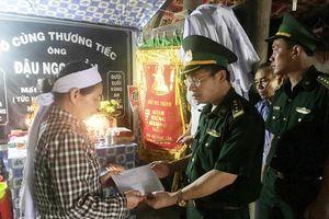Bộ Chỉ huy Biên phòng Quảng Bình thăm hỏi, hỗ trợ 2 gia đình có thuyền viên tử vong trên biển
