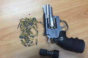Khách thản nhiên định mang súng và 3 viên đạn lên máy bay ở Nội Bài