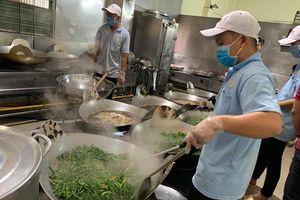 Xử phạt nghiêm doanh nghiệp bớt, xén suất ăn của công nhân