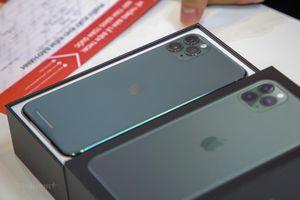 'Mổ xẻ' chiếc iPhone 11 Pro Max màu xanh rêu đầu tiên tại Hà Nội