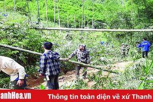 Tuổi trẻ huyện Quan Sơn chung tay giúp bà con vùng lũ khắc phục khó khăn, ổn định cuộc sống